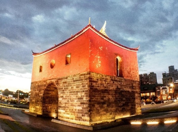 Taipei's old North Gate. (Photo by Eric Williams)