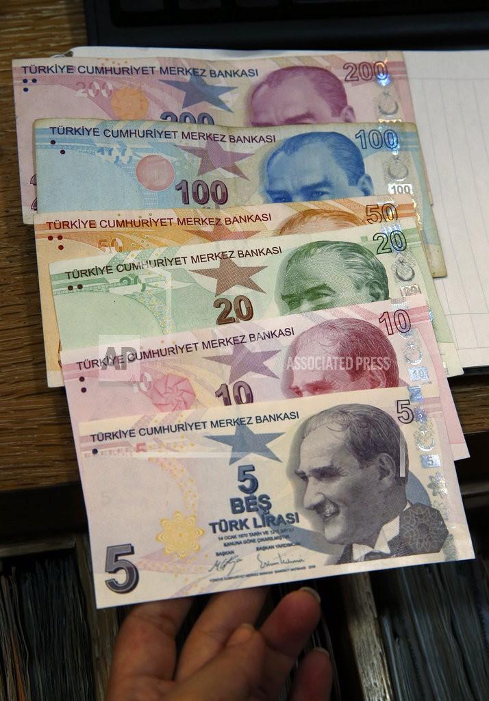 土耳其里拉近來狂貶,目前已跌了三分之一(圖片來源:美聯社)