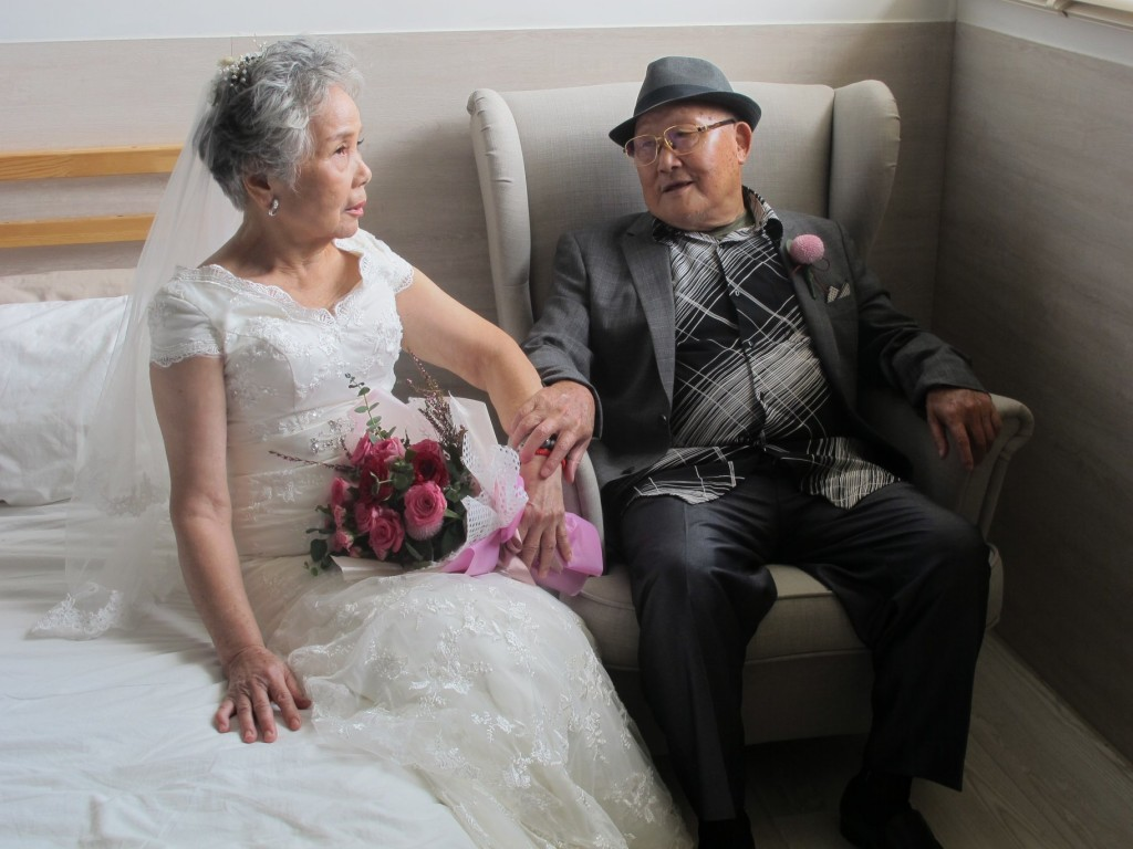 Photo of the day: Elderly Taiwanese couples blissfully celebrate Qixi Festival in wedding shoot