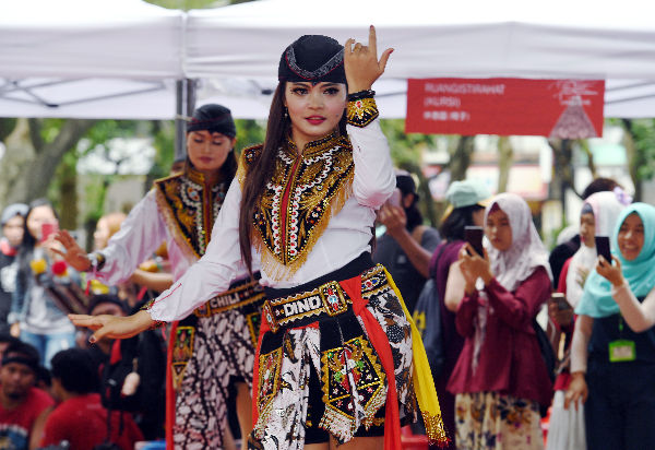 A dance performance at the Indonesian Art and Cultural Festival