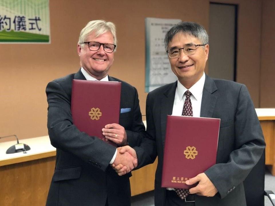 RCG Chairman, Alan Chivers (left) with YunTech President, Yang Neng-shu. (Image courtesy of RCG)