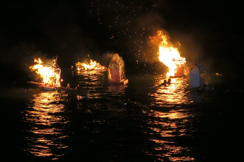(Release of water lanterns from last year)