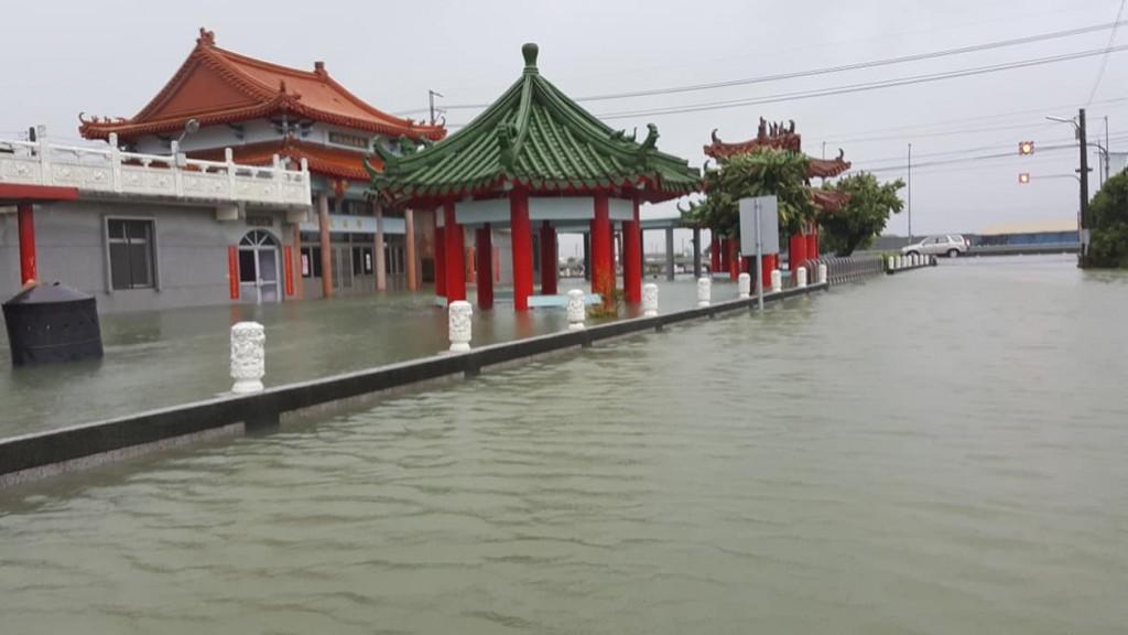 台南學甲區淹水災情。(圖片由民眾Karen Lai提供)
