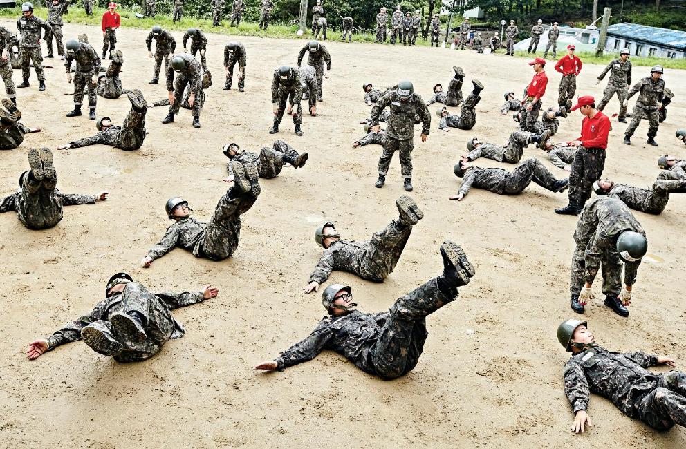 南韓軍人受訓示意圖(翻攝自南韓國防部臉書專頁)