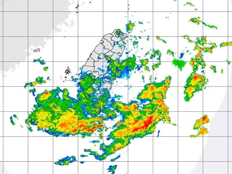 圖為26日上午8時50分台灣附近雷達回波圖。(圖取自氣象局網頁www.cwb.gov.tw)