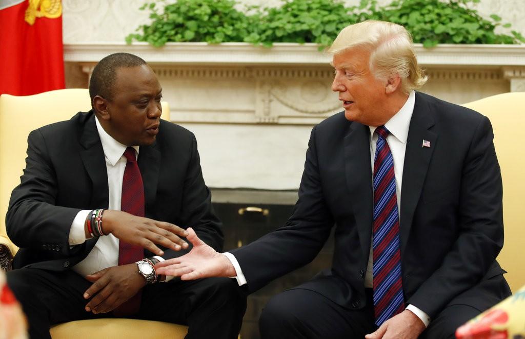 肯亞總統烏胡魯·甘耶達(Uhuru Kenyatta)(左)和川普(美聯社)