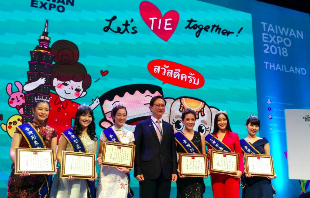 台灣形象青年大使們接受駐泰代表處大使童振源表揚(照片來源:駐泰代表處)
