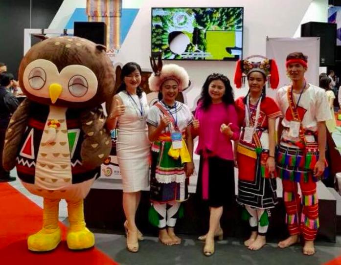 台灣原住民與吉祥物小鷹共推台灣美麗文化(照片來源:Taiwan Thailand Fans)