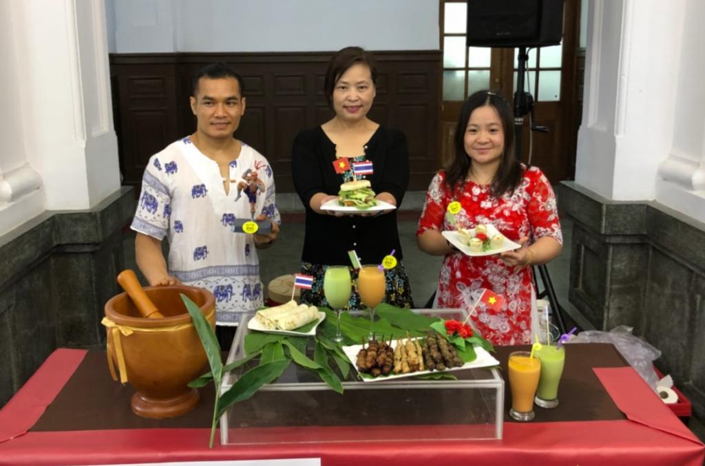 來自泰國與越南的阮明文(左)、阮氏梅(右)夫婦在新竹市定居逾10年,熱愛新竹的兩人開心表示:新竹是我們的家(照片來源:新竹市政府)
