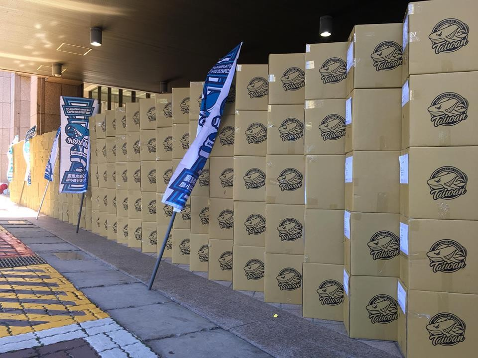 Petition books submitted to the CEC, Sept. 3 (Image from Team Taiwan FB page)