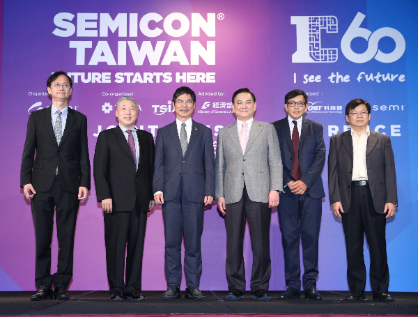MOST Minister Chen Liang-gee (center left) with leaders of Taiwan's Semiconductor industry