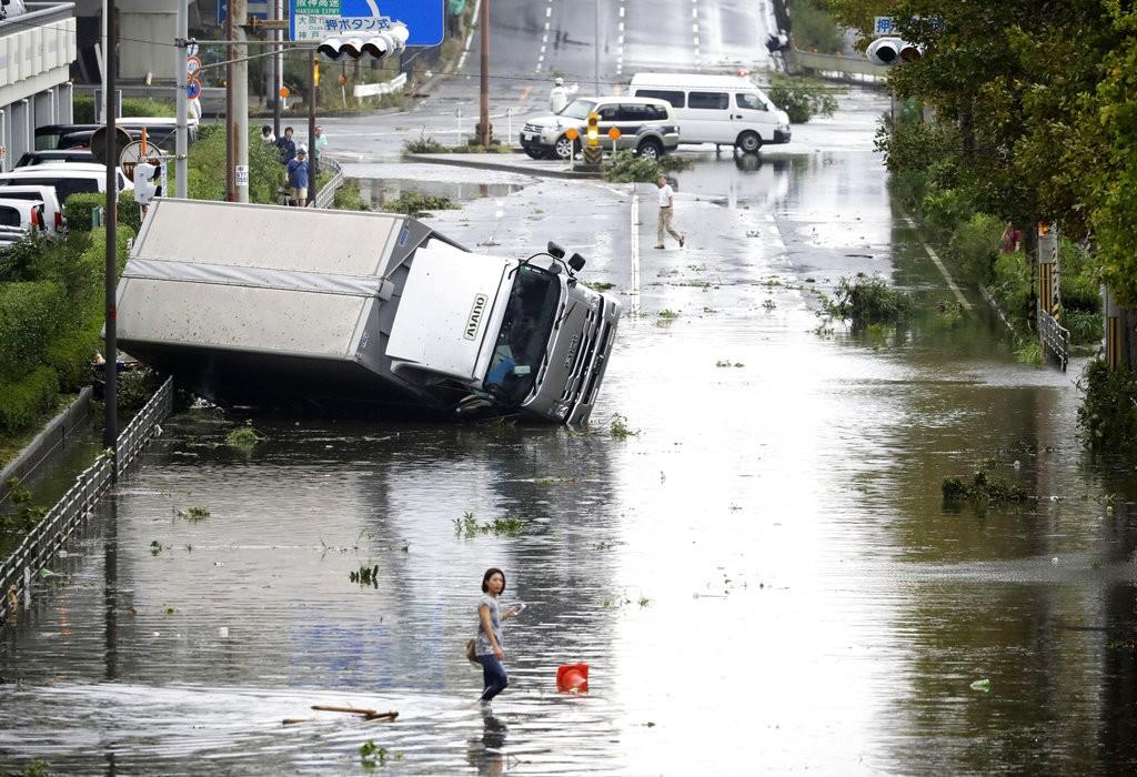 2018年9月4日燕子颱風侵襲日本大阪情形(美聯社)