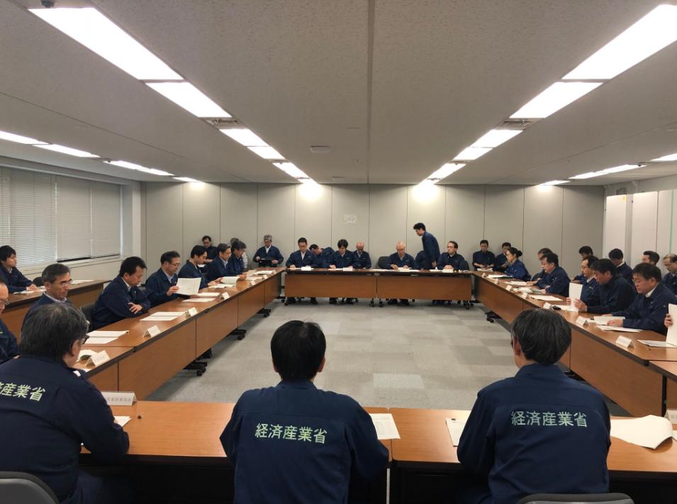日本經濟產業省人員,換上防災服全力備戰(翻攝自世耕弘成大臣推特)