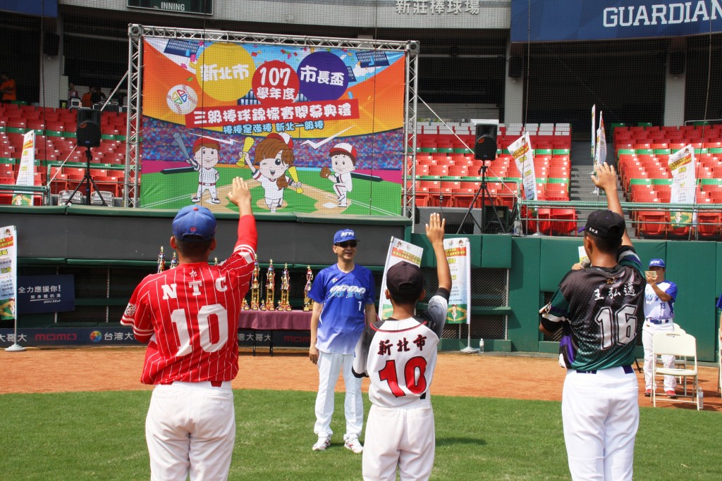 市長盃三級棒球錦標賽開幕-運動員宣誓 (新北市政府教育局提供)