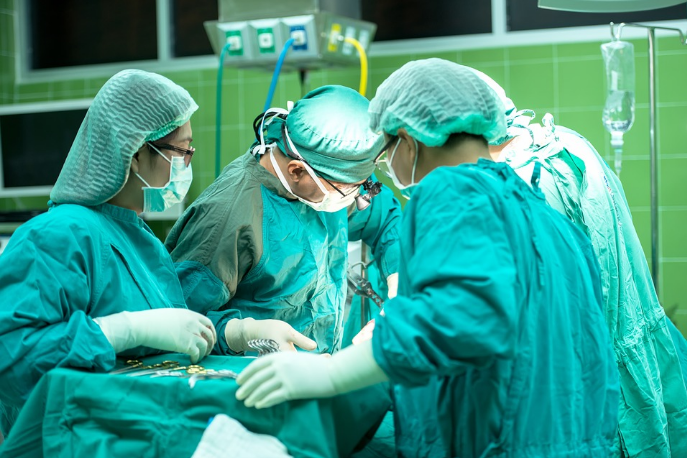手術示意圖。圖中非當事人(翻攝自Pixabay)