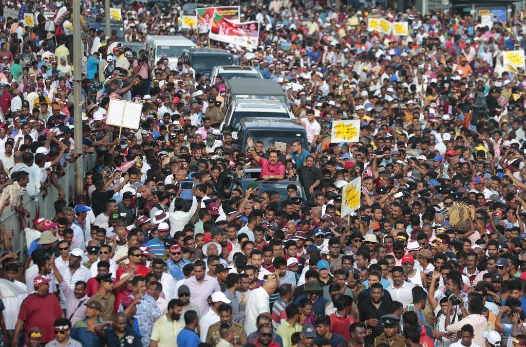 斯里蘭卡民衆上街抗議,要求賣國割地政府下台(美聯社)