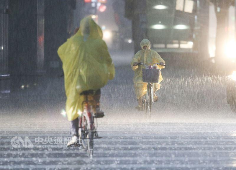 台北8日暴雨(中央社)