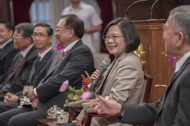 總統蔡英文10日全國中小企業總會代表(照片來源:總統府提供)
