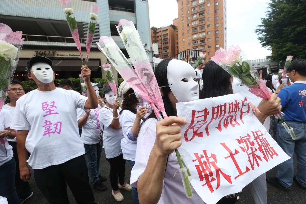 移民署將依法辦理日人踹慰安婦銅像一案(照片來源:中央社)