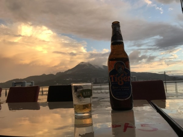 Having a beer in Tamsui. (Photo by Andrew Gonzles)