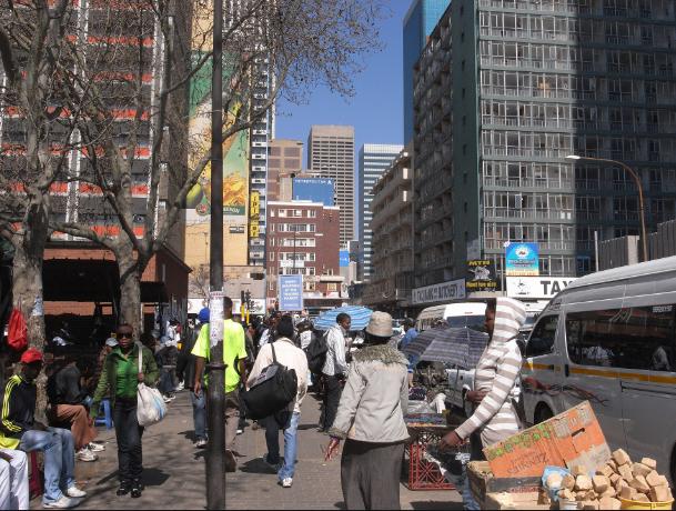 該城市以高犯罪率著稱,中高所得者大多移往郊區。