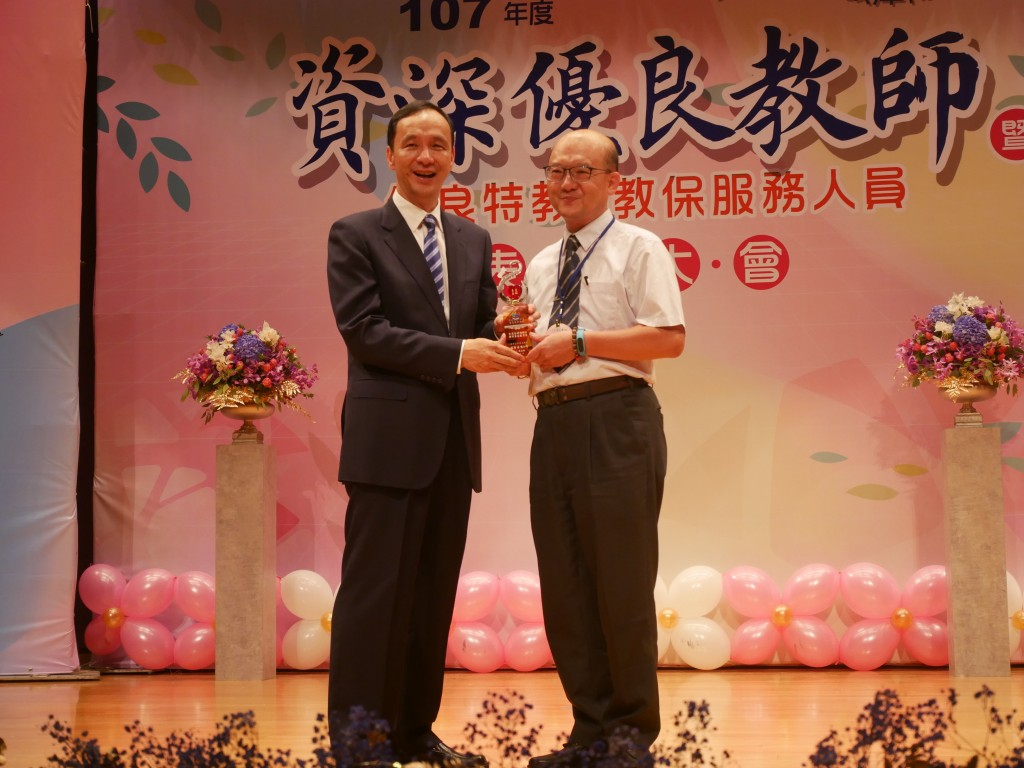 服務40年代表資深優良教師-安康國小吳錫源老師 (新北市政府教育局提供)