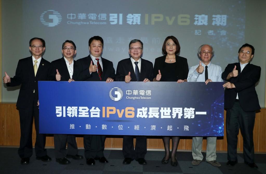 台灣電信業龍頭中華電信以自身資通訊優勢,引領台灣ipv6成長邁向世界第一(從左至右:中華電信行動分公司 陳明仕總經理、中華電信 林國豐執行