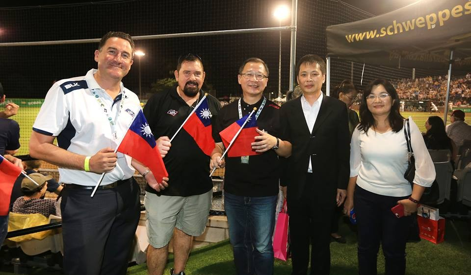 ABL CEO Cam Vale right visiting Taiwan, meeting with CPBL Commissioner John Wu (Image from ABL FB page)