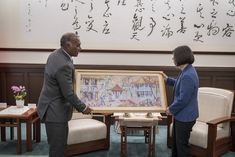 Tsai meets with St. Kitts-Nevis Senior Minister Vance Amory (Photo by Office of the President)