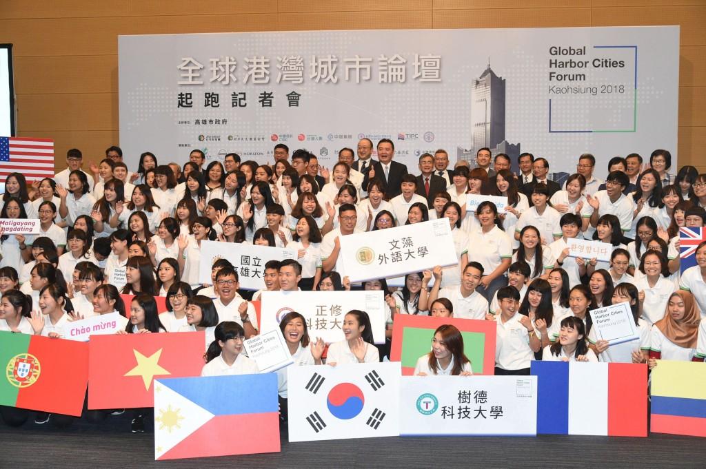 Hsu Li-ming, center, with volunteers at press conf...