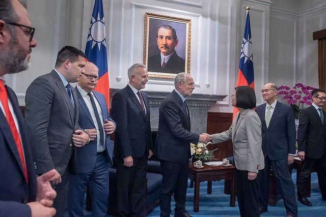 總統蔡英文18日接見歐洲議會跨黨團議員團(照片來源:總統府提供)