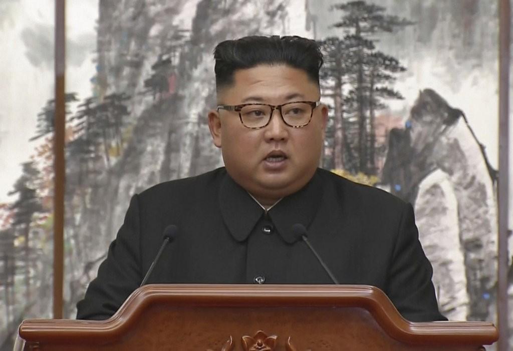 金正恩在平壤文金會會後記者會上演説(南韓KBS。美聯社提供)