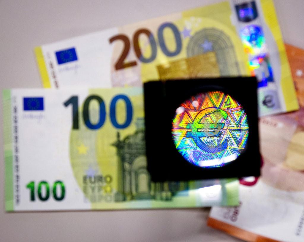 圖為新版面額100及200歐元的紙鈔樣張對外公布(圖片來源美聯社)