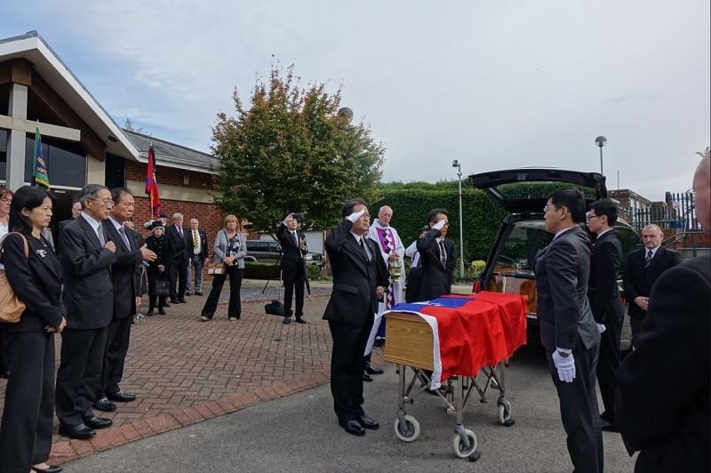 我國國旗覆棺 英國二戰老兵完成遺願