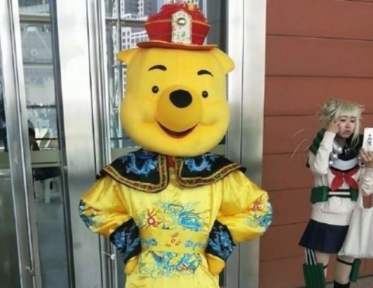 Winnie-the-Pooh in dragon robe. (Weibo image)