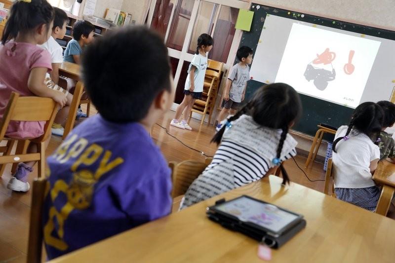 日本幼兒園開始數位遊戲教育(圖/美聯社)