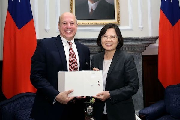 Matthew Matthews with President Tsai Ing-wen last March (photo courtesy of the Presidential Office).