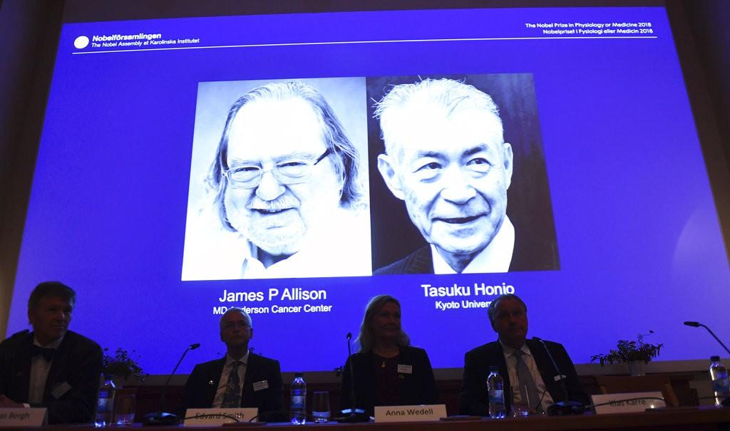 美國免疫學家艾利森(圖左)和日本免疫學家本庶佑(右)1日榮獲諾貝爾醫學獎。(圖片來源:美聯社)