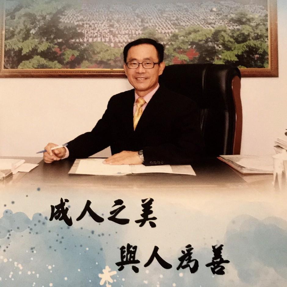 新北校長宋宏明辭世、中華民國童軍總會會旗覆棺 (新北市政府教育局提供)