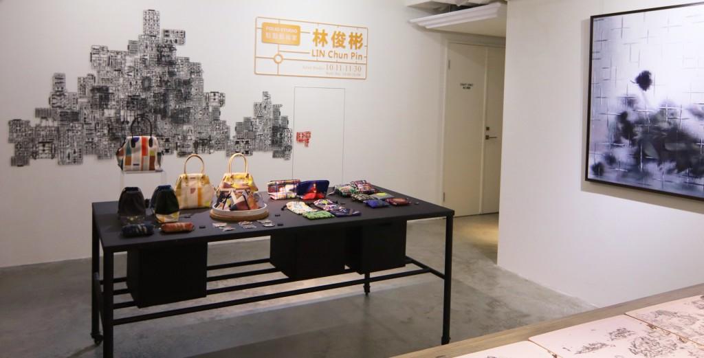 藝術家林俊彬於10月11日至11月30日進駐「Folio Hotel台北大安」,將以鋼彈模型零件為材料詮釋世界藝術名畫與立體山水作品,邀民