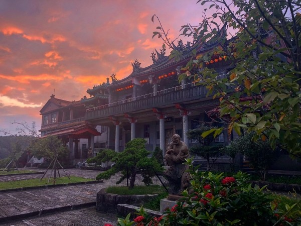 Gongbei Temple. (Photo by Sherry A. Thompson)