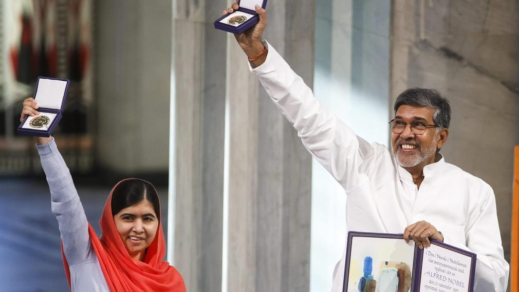 Kailash Satyarthi of India (right) and Malala Yousafzai of Pakistan receiving their Nobel Peace Prizes in 2014.