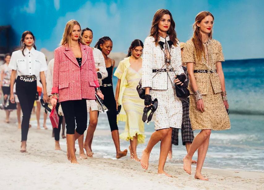 巴黎時裝週,CHANEL造絕美沙灘(圖/Chanel)
