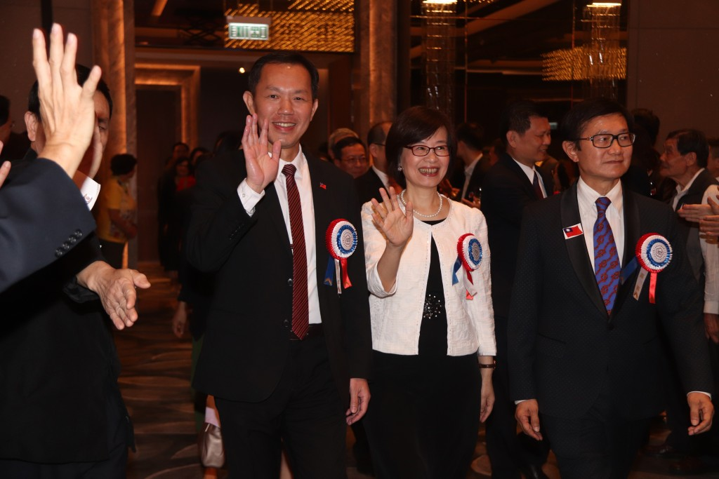 Kao Ming-tsun, left, with Tu Chia-fen, center, at Taiwan National Day event in Hong Kong.