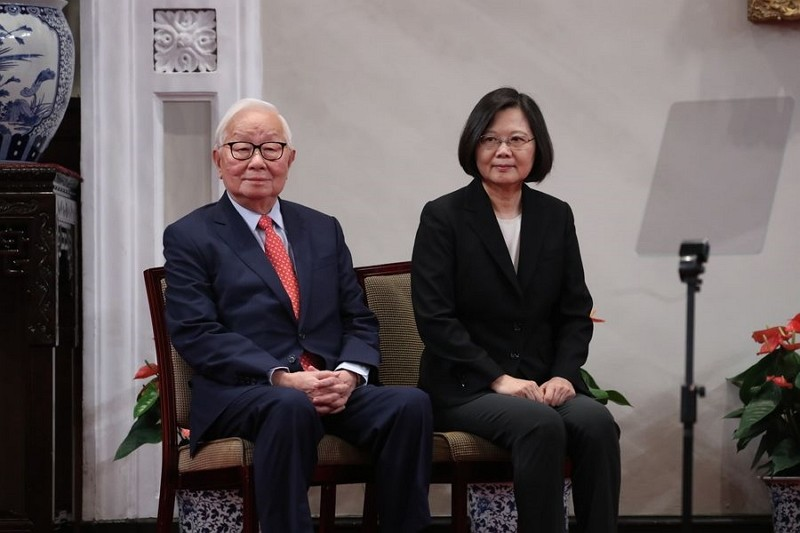 TSMC founder Morris Chang (left) will represent Taiwan at the Leaders Meeting