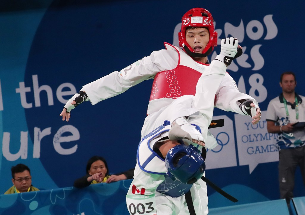 Lee Meng-en (red) in competition against Canada's Ethan McClymont