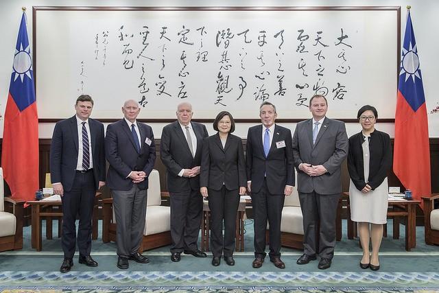 總統蔡英文24日會見華府智庫哈德遜研究所訪團(照片來源:總統府提供)