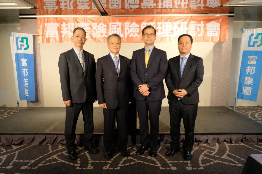 左起為中華公司治理協會王淮秘書長、富邦產險陳燦煌董事長、台灣證券交易所公司治理中心鄭村經理、眾達國際法律事務所羅名威律師。(照片由富邦產險