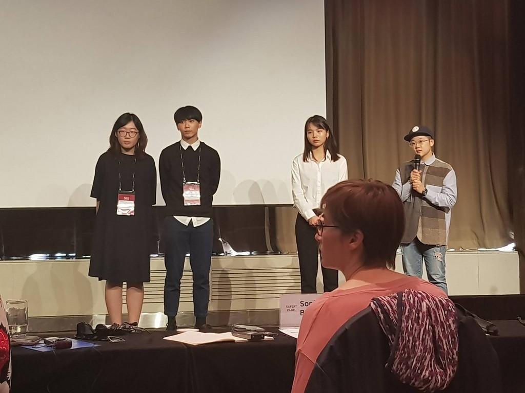 台灣導演陳彥廷(左2)與製片周嘉儀(左)今年帶著作品「海的另一邊」參與釜山國際電影節2018 Link of Cine-Asia創投活動,