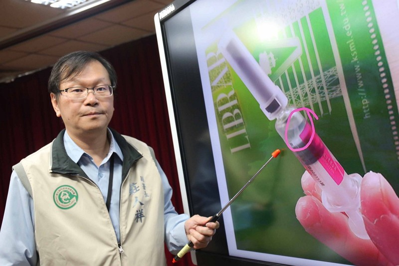 A CDC official addresses issue of problematic flu vaccine (Photo by CNA)